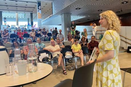 Byens første borgesamlingen har fremlagt deres anbefalinger på Dokk1. Borgerne vil gerne ændre deres trafikvaner til en grøn version. De fem fremmødte politikere er også klar og har brug for borgernes opbakning.