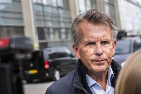 Den tidligere nyhedsdirektør og chef på TV2 News skal ikke være Europa-korrespondent for tv-stationen som planlagt. Livet har slået en kolbøtte, forklarer han.
