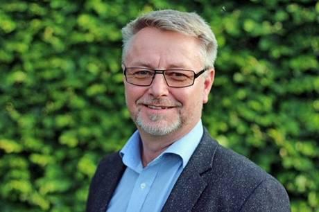 Fællesforvaltningsdirektør Lars Kirkegaard fratræder sin stilling efter politisk beslutning. Det er farvel nummer to på direktørposten på to år - og prisen er tre-fire millioner kroner.