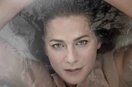 - Når du får konstateret kræft, banker døden på, siger den 44-årige iværksætter i et stort interview med Eurowoman.
