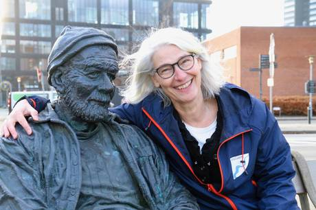 'Fra Dokken til Dokk1' er en ny tur på AarhusGuidernes sommerprogram. Turen begynder ved skulpturen 'Historiske Spor', Mindet 1. Prfoto