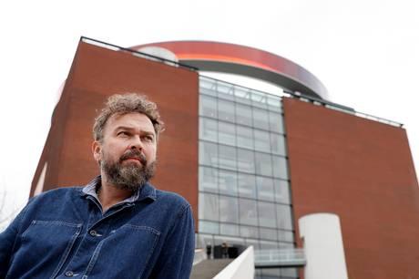 Erlend Høyersten er fortid på kunstmuseet Aros i Aarhus. Han har valgt at stoppe med øjeblikkelig virkning.
