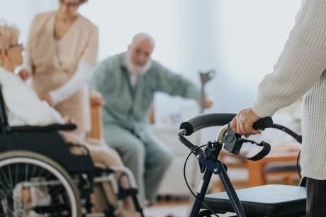 Jette Skive (DF), rådmand for Sundhed og Omsorg, forventer, at der de næste fem år sker en fordobling i antallet af ældre med handicap i Aarhus Kommune. Modelfoto: Adobe Stock