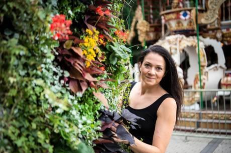 Tivoli-gartneren gennem 20 år har aldrig oplevet noget lignende. Aldrig før har Aarhus haft så mange sjove, smukke og finurlige blomster-arrangementer. Blomsterfestivalen åbnede 1. juli.