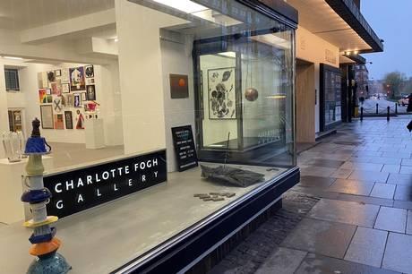 Udstillingen vil også kunne ses gennem galleriets vinduer ud mod Aaboulevarden. Prfoto