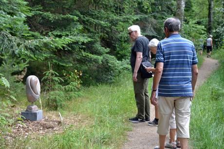 Hele sommeren kan man gå en tur på kunstruten i Grenaa Plantage og se 60-65 kunstværker.