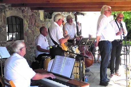 17. juli spiller Djurs Swing Band på Torvet.