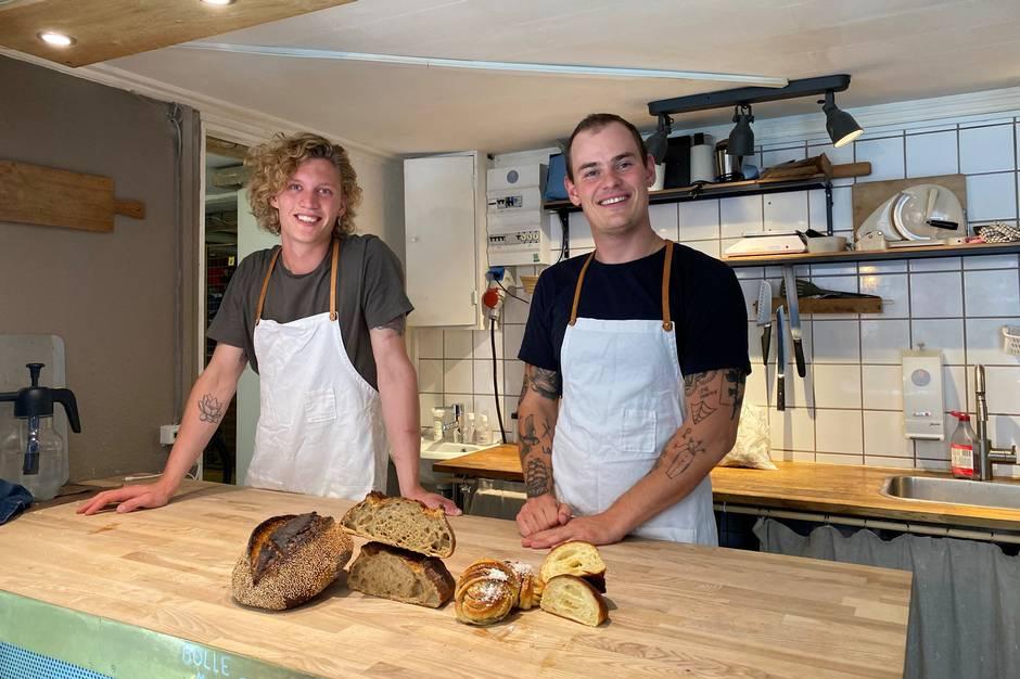 Den 24-årige surdejsbager åbner nu på mindre end et år sit tredje sted: En tapasbar med det populære brød og god kaffe.