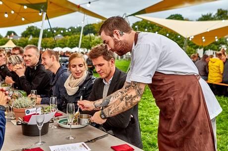 Aarhus får en ny madfestival, Food Week, som inviterer til middag på rooftops øverste plateau, i en pølsevogn som for 100 år siden, og på skaldyrssafari med fire serveringer undervejs.
