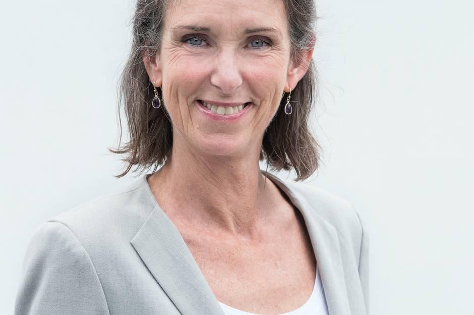 Venstres næstformand i Udvalget for sundhed, ældre og social, Marianne Kirkegaard, er på ingen måde flov over, at Syddjurs Kommune gennemsnitligt bruger færrest penge på ældre blandt de 19 kommuner i Region Midtjylland.
