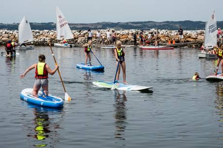 Få frisk vind i håret og smag på havets glæder, når Vild med Vand Ebeltoft inviterer til masser af gratis aktiviteter på Havnens Dag 14. august