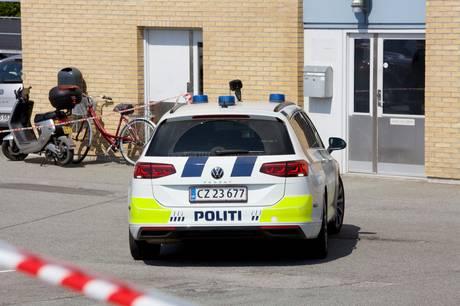 Politiet er til stede på Hougårdsvej i Brabrand.