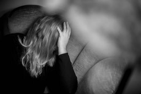Politiet oplyser, at en kvinde er blevet voldtaget fredag klokken 04.00 i en lejlighed i Guldsmedgade i Aarhus.