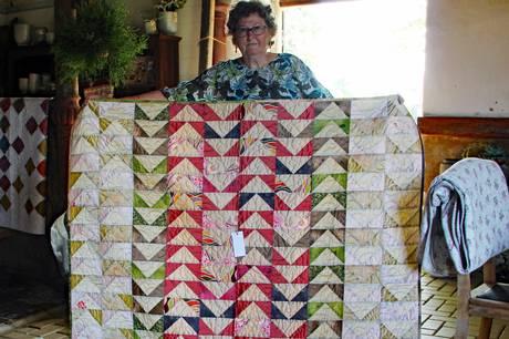 Frem til midten af august udstiller Ilse Iversen patchwork i Rosenholm Slot Blomster & Cafe.