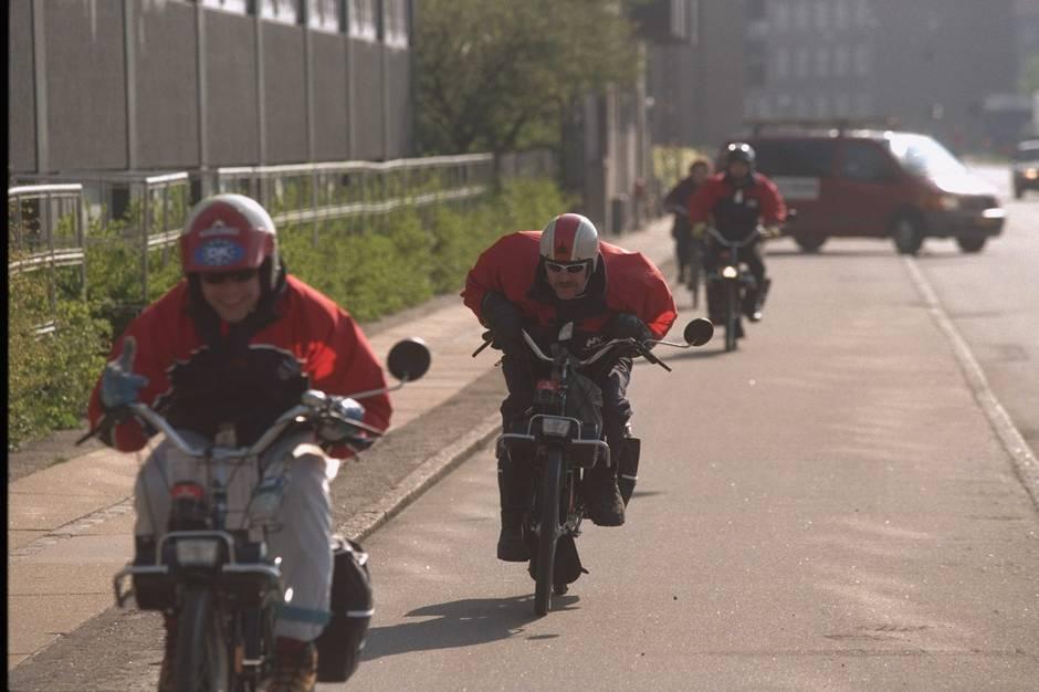Tre steder i byen kontrollerede Østjyllands Politi knallerter i Hammel.