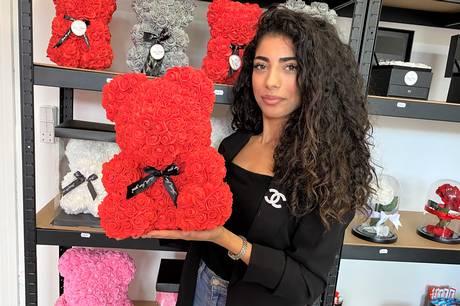20-årige Sally Abousteitii har åbnet butikken Sallys Roses i Thorvaldsensgade med friske blomster og kreative gaveartikler, hun selv laver.