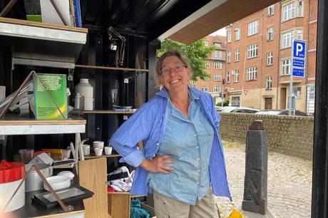En åben container på torvet gør det nemt for beboerne at komme af med deres brugte ting – og finde lige præcis det, de står og mangler - helt gratis