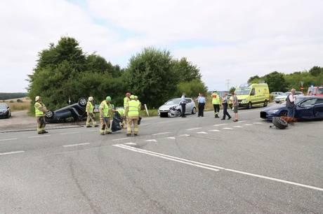 Tre biler var involveret i en ulykke fredag middag.