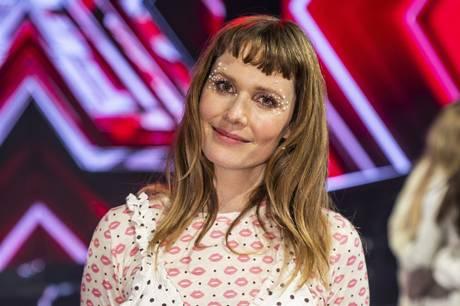 Den danske sangerinde skal ikke længere være X Factor-dommer på TV2. Hun begrunder valget med, at hun har for mange ting at se til.