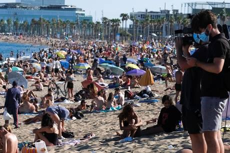 Flere danskere, som er blevet smittet med covid-19 på ferie i udlandet har trodset kravet om selvisolation og er alligevel fløjet hjem.