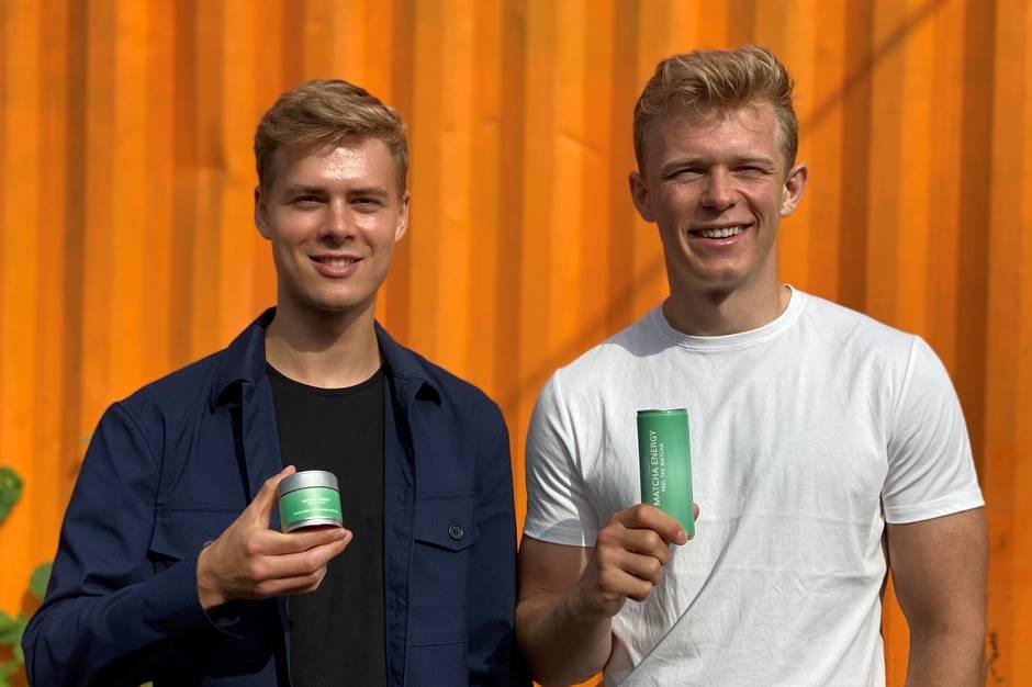 Matcha Energy skal være en naturlig erstatning til de kemikaliefyldte energidrikke, mener kammeraterne Mads Loichtl og Asger Neidhardt, der sammen har startet et firma.