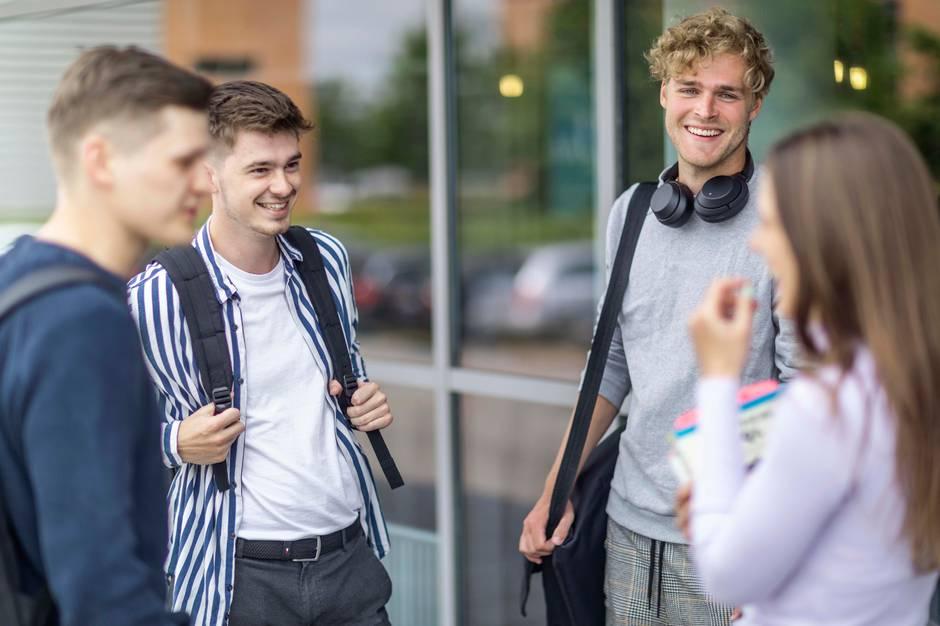 2.650 unge vil fra august og i årene frem suge viden til sig på Erhvervsakademi Aarhus og gøre sig klar til at træde ud på arbejdsmarkedet. Flest har igen i år søgt og fået plads på en finans-, økonomi- eller it-uddannelse.