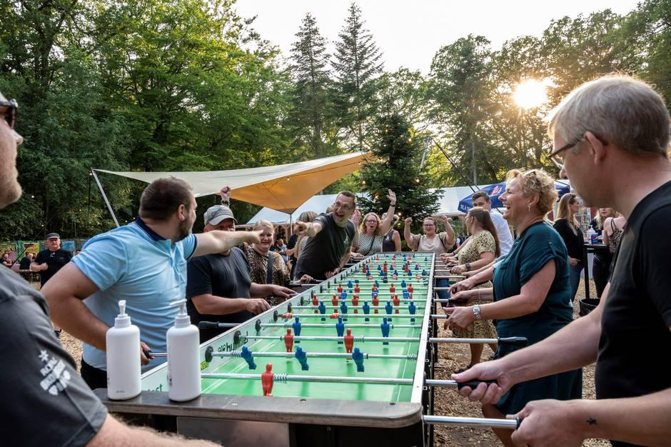 De frivillige i Skanderborg Festivalklub holder gejsten oppe ved klubmøder i Dyrehaven. »Uden frivilligheden har vi ingen festival,« fastslår Smukfest-talsmand.