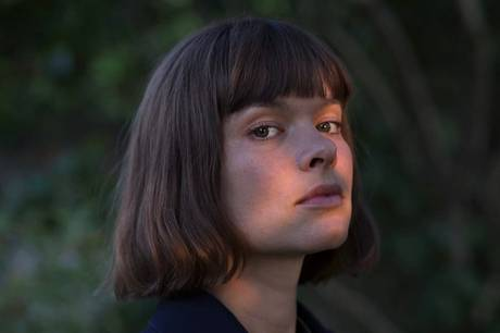 Årets gallaåbning under Aarhus Festuge giver i år mulighed for komponisten Lil Lacy kan vise sin kunst. Hun debuterede fra Det Jyske Musikkonservatorium i Aarhus i 2020.