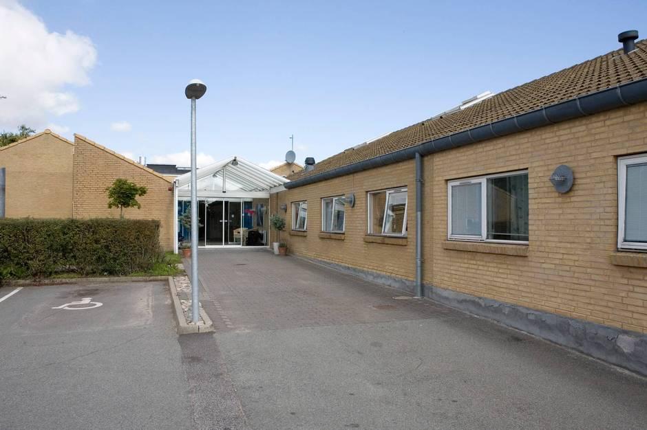 En femårig dreng døde mandag. Tidligere på måneden blev han smittet af en corona-infektion på døgninstitutionen Fenrishus i Aarhus V, hvor han boede.