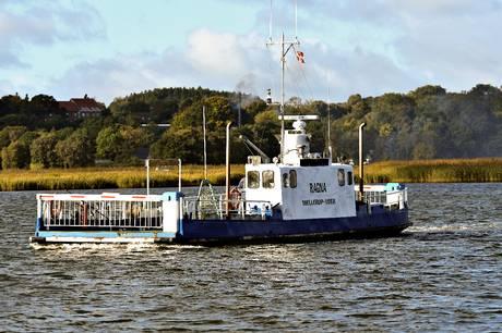 Gående, cyklende og handicapbiler kan indtil 1. august gratis komme med Udbyhøj Kabelfærge og Mellerup-Voer færgeruten.