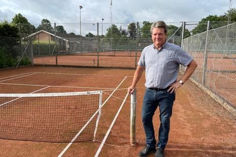 Lokale tennisklubber undrer sig over, at Favrskov Kommune ikke støtter padel, som er Danmarks hurtigst voksende sport.