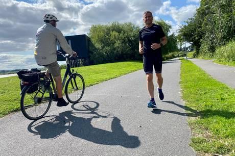 51-årige Jakob Diget Pedersen løber Brabrandstien tynd for at holde sig i form til at løbe maratonløb i hele landet. Det bliver årligt til 50-55 af slagsen.