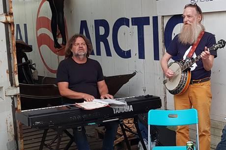 GadeJørgen og Bo Agergaard Jensen spiller 21. august kl. 13-15, når Århus Søfarts Museum holder åbent hus. Pressefoto