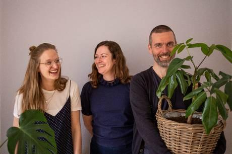Juxtapose Art Fairs bestyrelse. Fra venstre mod højre: Pamela Grombacher, Sasha Rose Richter og Jacob Juhl. Fotograf: Daniel Emami Riis