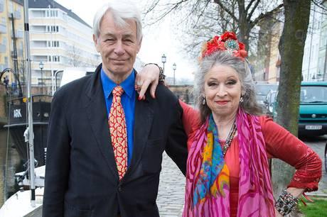 Oplev Jesper og Anne-Marie Helger i Helger Danske, der er et kammershow, 'der handler om dig og mig og alle os, der er så heldige at bo her i: Dette fedtglinsende lille smørhul af et drømmerige'. Pressefoto