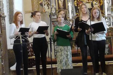 Kirkekor i Ørsted efterlyser sangere. Mangler især piger til kor for 3. til 6. klasse.