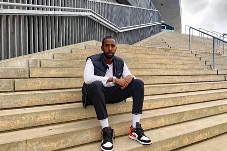 Fatah Abdirahman er for første gang i sin trænerkarriere uden arbejde. Men den unge trænerkomet, der er opvokset i Aarhus V, er sikker på, at den næste store opgave venter lige om hjørnet.