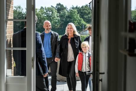 Frisk undersøgelse fra Realkredit Danmark viser, at der er store forskelle i indkomstkravet til boligsøgende familier på tværs af landet, hvis de vil købe et gennemsnitligt parcel i deres kommune.
