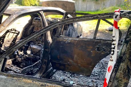 Der er ikke meget bil tilbage, efter den mandag morgen var overtændt af flammer. Foto: Michael Wulff Hansen