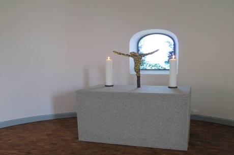 Simon Aaen har lavet mange udsmykninger i de danske kirker som her i Nyhuse Kapel, Frederiksborg Slotskirke 2019.
