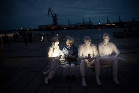 Aarhus Onsdag har sammen med en gruppe aarhusianere oplevet de særlige, sjove og smukke lysskulpturer, som er en del af Aarhus Festuge. Der var generelt stor begejstring og et sikkert hit.