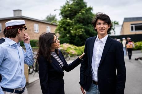 Prins Joachims ældste søn, prins Nikolai, har prøvet kræfter med både militæret og modellivet. Nu har prinsen bosat sig i Paris for at studere.