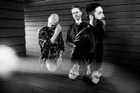 Trioen præsenterer deres nye album, som sangeren Bjørn Fjæstad medvirker på.