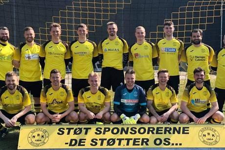 Nørager B nedspillede topholdet Aarhus Black Vipers, men måtte nøjes med 2-2 på Rasmus Jensens mål i det sidste minut.