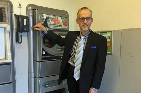 """Efter 44 og et halvt år som flaskedreng i Kvickly i Grenaa har Jens fået tilkendt """"Arne-pensionen""""."""