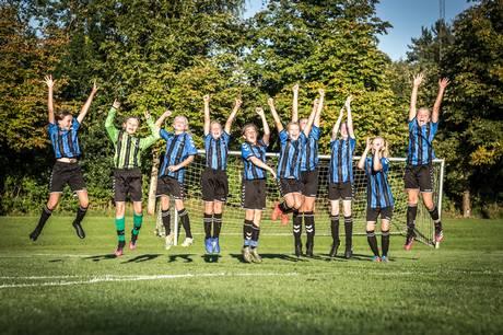 Øvede og mindre øvede fodboldpiger er vokset i fællesskab og har nået et højt niveau.