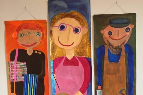 Morten Therkildsen og Ole Uggerby har på hver sin måde portrætteret henholdsvis medarbejdere og beboere i Herthas bofællesskaber.