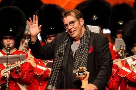 Søren Østergaard modtager Æresprisen ved årets Zulu Comedy Galla. Det er kun tredje gang i uddelingens tid, at den hæder er blevet tildelt en komiker.