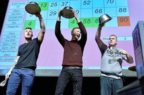 IFM Fodbold inviterer til Super Bingo Show med 'Brian og Fætter' i Midtdjurshallen i Ryomgård.