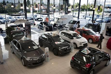 Bilsalget rykker i stigende grad over på nettet. Det er dog stadig en god idé at prøvekøre bilen, og du mister muligheden for at forhandle om prisen.